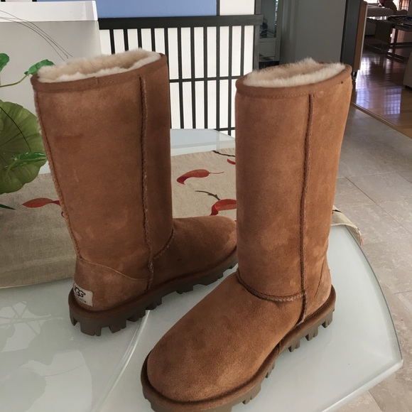 New classic Ugg Essential tall chestnut boots SZ 5