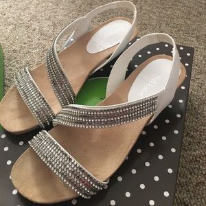 New with box 6.5 White Kelly & Katie wedges