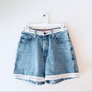 Vintage JouJou mom jean shorts lace high waisted