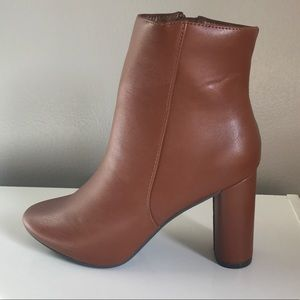 Shoes - Sleek Ankle Pointed Bootie