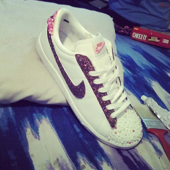 Customize GLITTER and Pearl Nikes 331167696d96