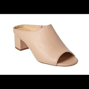NIB Charles David Nude Leather Mule Slides