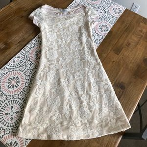 Chloe Cream Flower Lace Stretchy Size Small Dress
