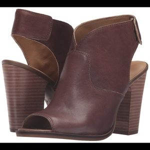 NWT Lucky Brand Lizette Sandals