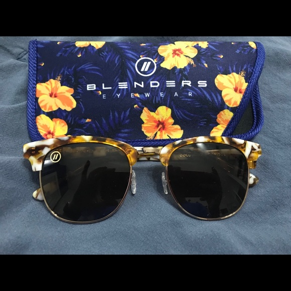 6024d3351f4f9 Accessories - Blender Sunglasses