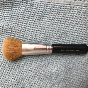 Full Flawless Face Bare Minerals Brush