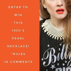 Tag your friends to win!! Vintage pearl necklace!