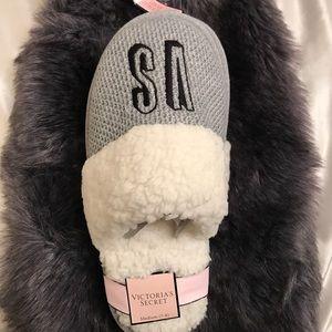 NWT Victoria secret gray slippers.