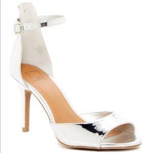 New 14th & Union Arden Silver Peep Toe Sandals Sz6