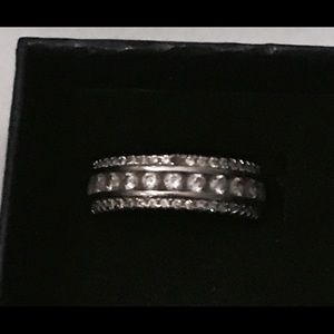 Jewelry - Beautiful silver ring band size 8 with crystals