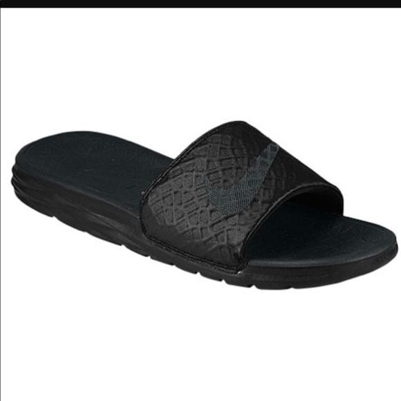 68db69ed0 Boys Nike slides. M 59da2bc841b4e06e9a08eba7