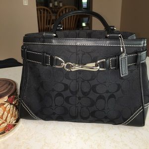 Black coach purse 😍