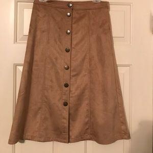 Lulu's Sz M suede like camel midi skirt. New!!