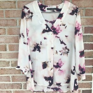 Gorgeous watercolor v-neck 3/4 sleeve Top Sz Large