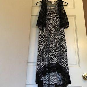Adorable black/white maxi dress