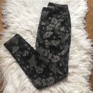 HUE BLACK & GREY FLORAL LEGGINGS