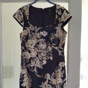 White house black market woman's dress w flowers
