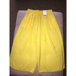 Zara Wide Leg Cropped Pants. Size M.