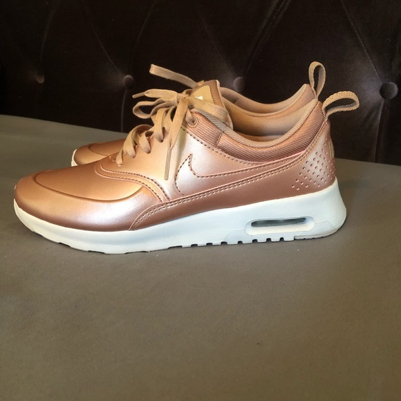 2043ac82b5 Nike Air Max Thea SE Rose Gold - LIMITED EDITION.  M_59da693df0137d442309dd9c. Other Shoes you may like. City loop Woman's  Nike running shoes