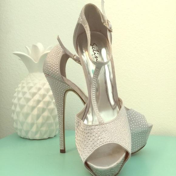30ae08c5c7874b Sparkly Platform Silver Sandals. M 59da69c67fab3aa8c709f060
