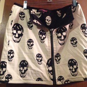 Betsey Johnson skull skirt size m