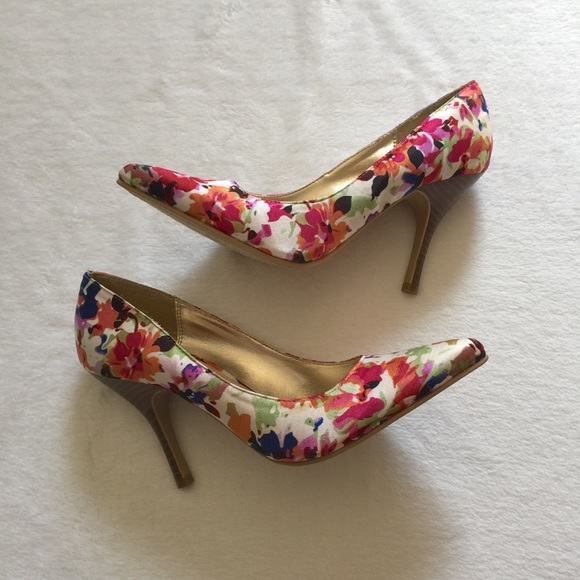 Rampage Shoes - NWOT Rampage Nicki Floral Heels