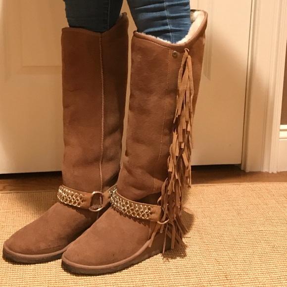 7a95bb7967ad Koolaburra Shoes - Koolaburra Chestnut Fringed Wedge Sheepskin Boots