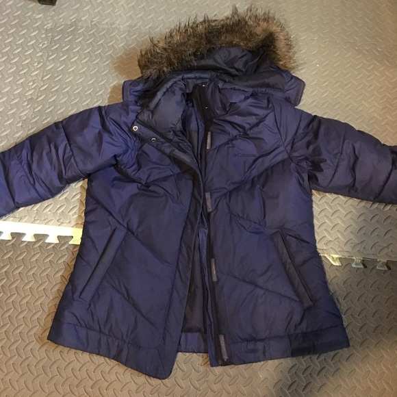 99bdc7126b2 Columbia Jackets   Blazers - Blue Columbia Puffer Jacket w detachable hood  XL