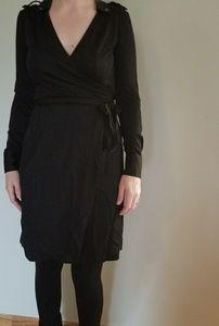 Banana Republic Dresses - Banana Republic long sleeve black wrap dres
