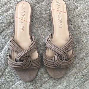 SOLE SOCIETY: DAHLIA Flats in Taupe