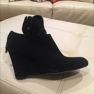 Ann Taylor Loft ankle booties size 6 suede