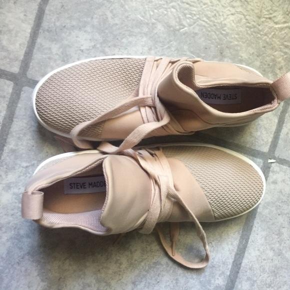 Steve Madden Shoes - Steve Madden Blush Lancer Sneaker