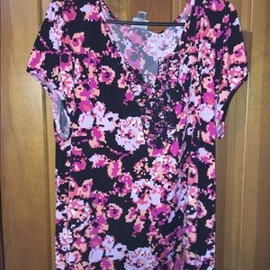 3x Floral short sleeve top with open neck