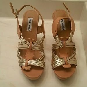 Steve Madden Tampaa gold & tan shoes