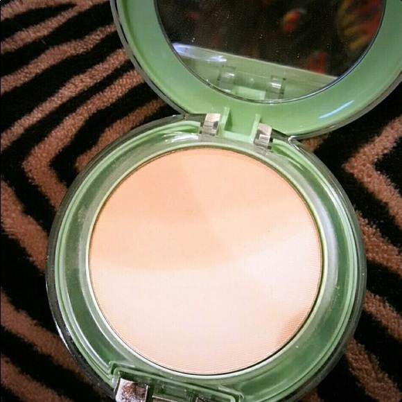 Perfectly Real Compact Makeup by Clinique #4