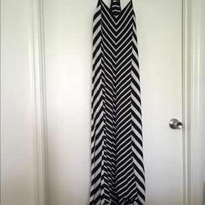 Jessica Simpson b&w high low maxi dress