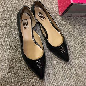 Black patent pointy toe flats Size 6