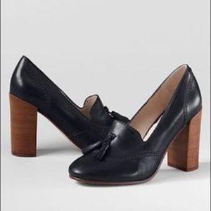 Black pumps with Tassle