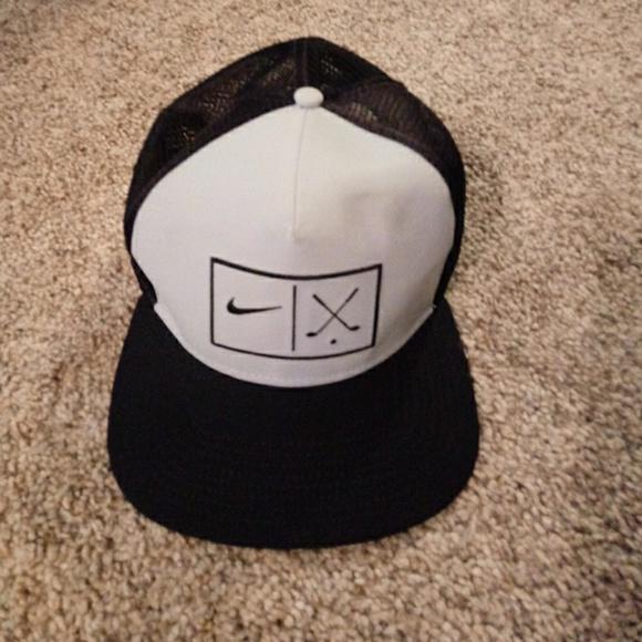 c9f7992aa37 Nike Golf Hat. M 59da967b522b45b6c9004d69