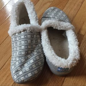 Youth TOMS slippers