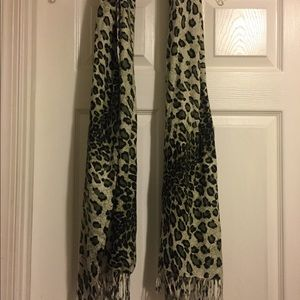 Accessories - Green animal print scarf with fringe