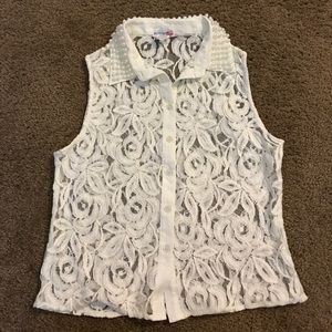 Lace sleeveless button-up blouse tank