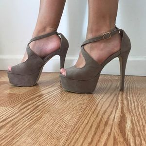 Cathy jean taupe suede heels size 6.5