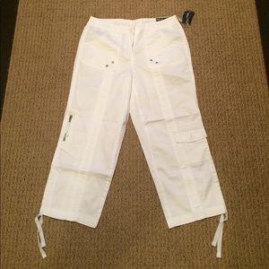 Pants - NWT White Capri Pants