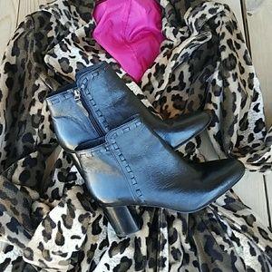 Via Spiga womens Black Leather Booties 8 1/2
