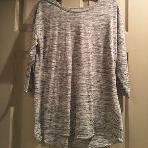 Cute Gray/white design Tunic Sz Lg