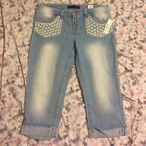 No boundaries Capri jeans