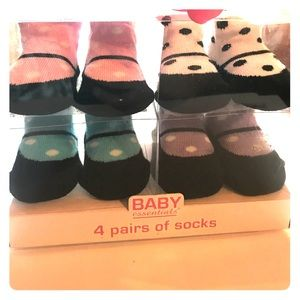 Other - 4 Pairs of Socks