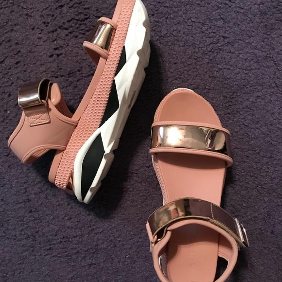 5b0853e5e36 Zarella sandals from Zara. M 59dabad199086a70bb010660