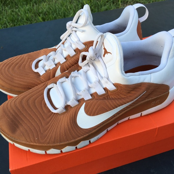 Nike Free Trainer 5.0 Max 'Texas Longhorns' PE SneakerFiles Gratis træner 50 Tb Texas Longhorns Poshmark